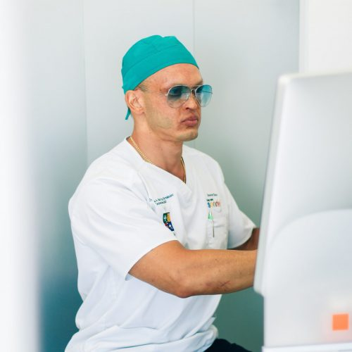 Dentista cirujano Implantologo