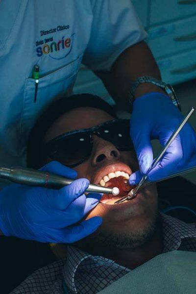 endodoncista operando